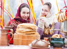 Национальный обед, выступление фольклорного ансамбля и речная прогулка по Москве-реке