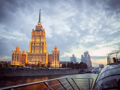 "Прогулка по Москве-реке на яхте Рэдиссон от гостиницы ""Украина"""